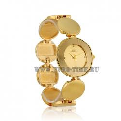 Женские кварцевые часы на золотом браслете Gucci