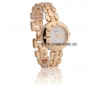 Женские стильные наручные часы на металлическом браслете guess
