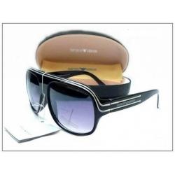 Солнечные очки Armani с черной оправой
